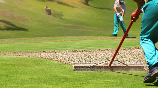 El pinchado en los campos de golf